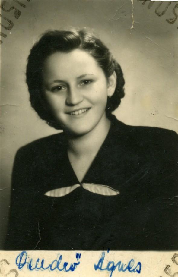 Anyu nagyon fiatalon