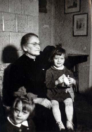 Jánosházi nagymamával Ági, Györgyi