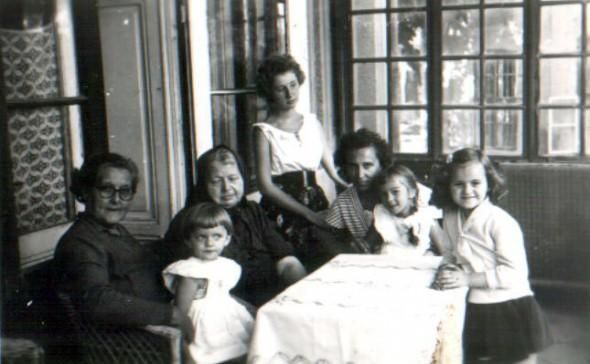 Bözsi néni, Ómika, Zsóka, a mamája, Pajzs Ági, én.