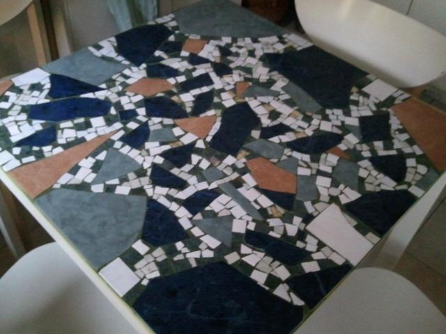Csempe-mozaik konyhaasztal