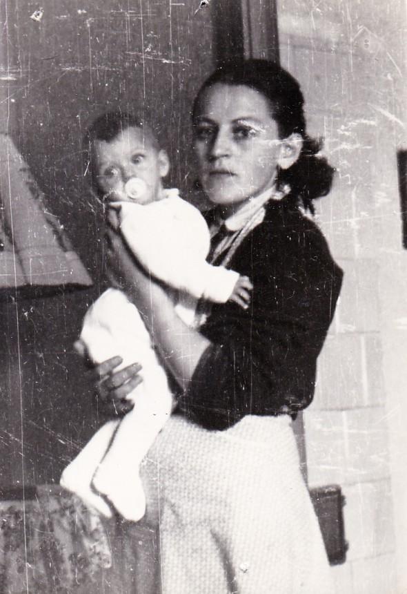 Anyuval Ági