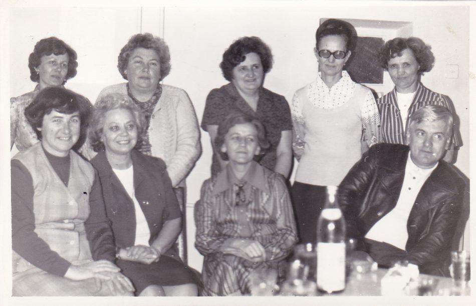1980 jan 30 Dormányné Pethő Edit Ostorosné Buftya Laci állva Tomor Ági Rózsika két nevet nem tudok jobbra Irma