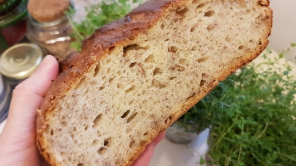 Kovászos, sokmagvas, diós kenyér